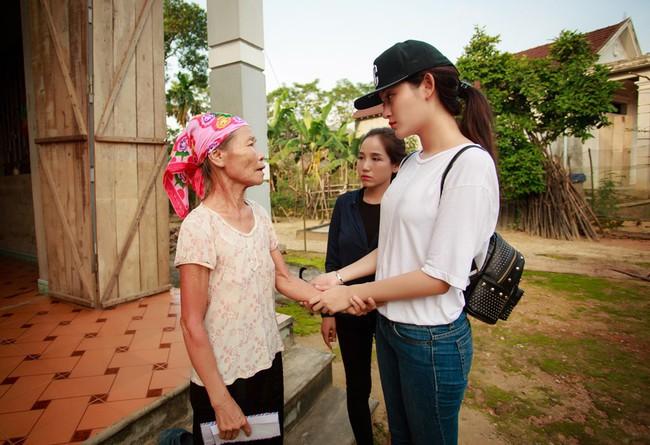 Không chỉ mỗi bà bầu Diệp Lâm Anh nhiều sao Việt khác lên đồ đi từ thiện, nhìn thì đơn giản mà bóc giá ra thì cả chục triệu đồng - Ảnh 7.
