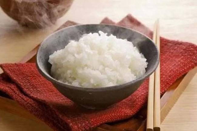 Chỉ cần cho 1 thìa nguyên liệu này vào nước nấu cơm, bạn sẽ có ngay nồi cơm thơm phức, khỏi cần lo béo phì, tiểu đường nữa - Ảnh 1.