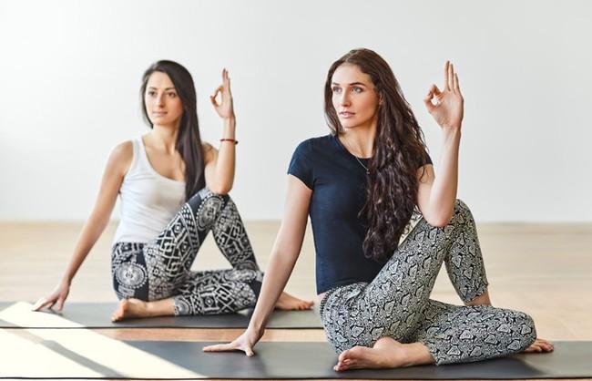 Những bài tập yoga cơ bản giúp bạn vừa giảm cân lại có thể ngăn ngừa táo bón - Ảnh 4.