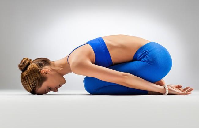 Những bài tập yoga cơ bản giúp bạn vừa giảm cân lại có thể ngăn ngừa táo bón - Ảnh 6.