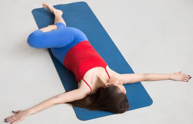Những bài tập yoga cơ bản giúp bạn vừa giảm cân lại có thể ngăn ngừa táo bón - Ảnh 7.
