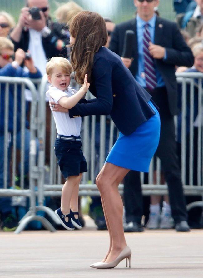 Đây là việc Công nương Kate Middleton luôn làm mỗi khi con mè nheo, cáu gắt và nó thực sự hiệu quả - Ảnh 1.