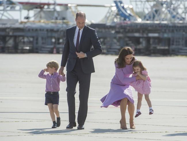 Đây là việc Công nương Kate Middleton luôn làm mỗi khi con mè nheo, cáu gắt và nó thực sự hiệu quả - Ảnh 2.