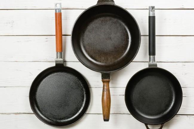 5 sai lầm trong nấu nướng, bảo quản thực phẩm, ăn uống mà bạn cần thay đổi ngay vì sẽ gây hại nhiều hơn - Ảnh 2.