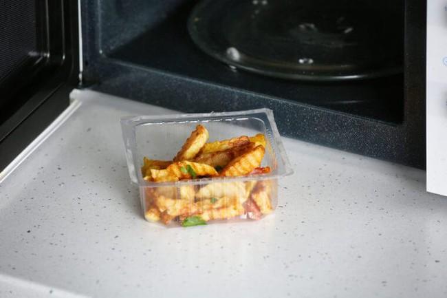5 sai lầm trong nấu nướng, bảo quản thực phẩm, ăn uống mà bạn cần thay đổi ngay vì sẽ gây hại nhiều hơn - Ảnh 5.