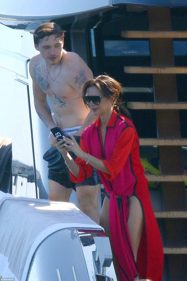 Nhìn vợ chồng Beckham tình bể bình trong loạt ảnh mới, ai còn tin được lời đồn họ sắp ly hôn! - Ảnh 12.