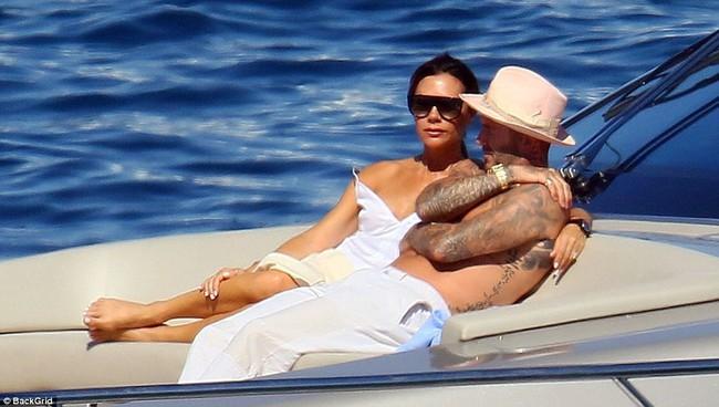 Nhìn vợ chồng Beckham tình bể bình trong loạt ảnh mới, ai còn tin được lời đồn họ sắp ly hôn! - Ảnh 4.