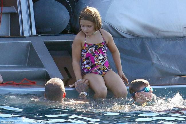 Nhìn vợ chồng Beckham tình bể bình trong loạt ảnh mới, ai còn tin được lời đồn họ sắp ly hôn! - Ảnh 8.