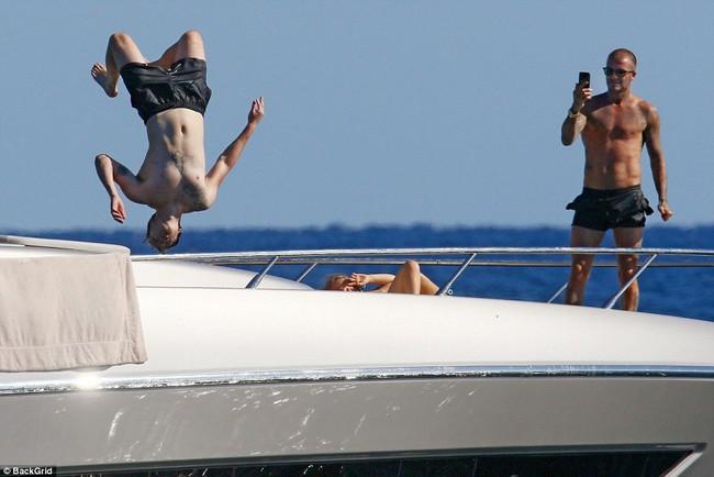 Nhìn vợ chồng Beckham tình bể bình trong loạt ảnh mới, ai còn tin được lời đồn họ sắp ly hôn! - Ảnh 9.