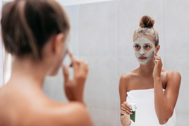 8 lỗi làm đẹp sai trầm trọng, không chỉ gây tác hại cho làn da mà còn khiến chị em bị lão hoá nhanh hơn - Ảnh 2.