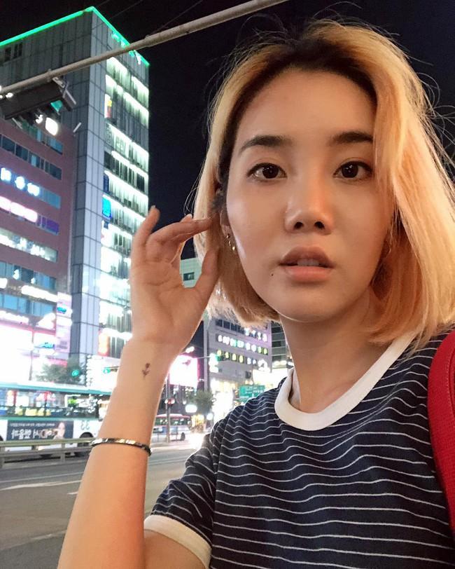 Không cần đến 10 bước skincare, nhiều quý cô xứ Hàn đang theo đuổi quy trình chỉ đôi ba bước nhưng làn da lại khỏe đẹp hơn hẳn - Ảnh 7.