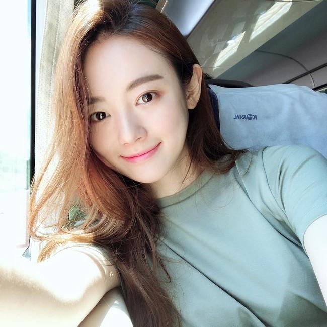 Không cần đến 10 bước skincare, nhiều quý cô xứ Hàn đang theo đuổi quy trình chỉ đôi ba bước nhưng làn da lại khỏe đẹp hơn hẳn - Ảnh 11.