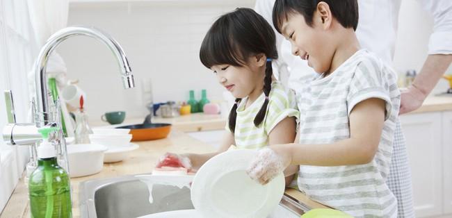 Con cái chắc chắn sẽ trở thành người tử tế và thành công, nếu bố mẹ biết tự trang bị cho mình 7 điều này - Ảnh 2.