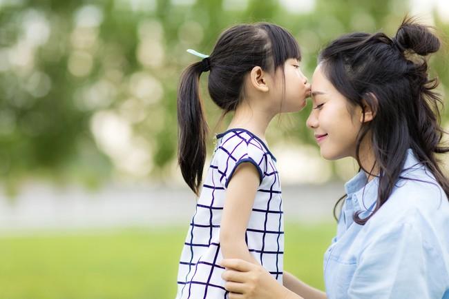 Con cái chắc chắn sẽ trở thành người tử tế và thành công, nếu bố mẹ biết tự trang bị cho mình 7 điều này - Ảnh 1.