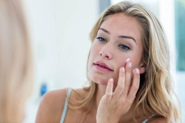 8 lỗi làm đẹp sai trầm trọng, không chỉ gây tác hại cho làn da mà còn khiến chị em bị lão hoá nhanh hơn - Ảnh 7.