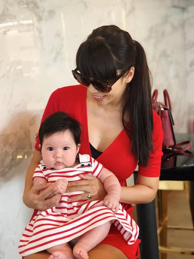 Không thuê vú em mà dậy từ 5 giờ sáng để chăm con, siêu mẫu Hà Anh vẫn không trầm cảm sau sinh là vì điều này - Ảnh 2.