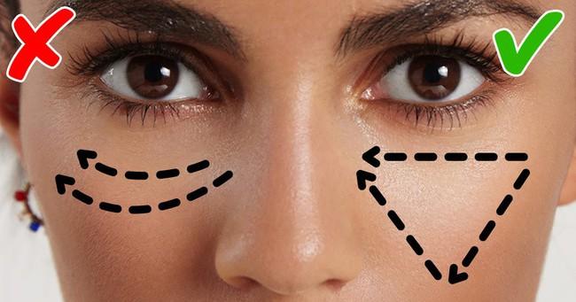 Biết được 11 mẹo trang điểm của các chuyên gia truyền lại này, makeup chỉ là chuyện nhỏ với bạn - Ảnh 11.