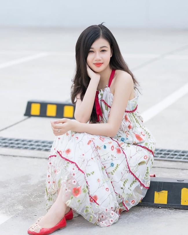 Vẻ đẹp mong manh của Như Phương - cô nàng Quảng Trị sinh năm 1999, đang được cả MXH nghi vấn là người yêu của cầu thủ Đức Chinh - Ảnh 14.