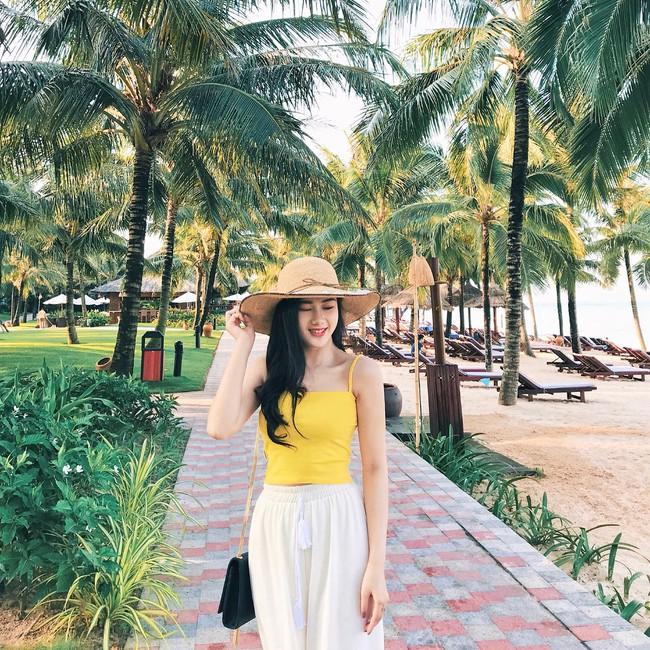 Vẻ đẹp mong manh của Như Phương - cô nàng Quảng Trị sinh năm 1999, đang được cả MXH nghi vấn là người yêu của cầu thủ Đức Chinh - Ảnh 2.