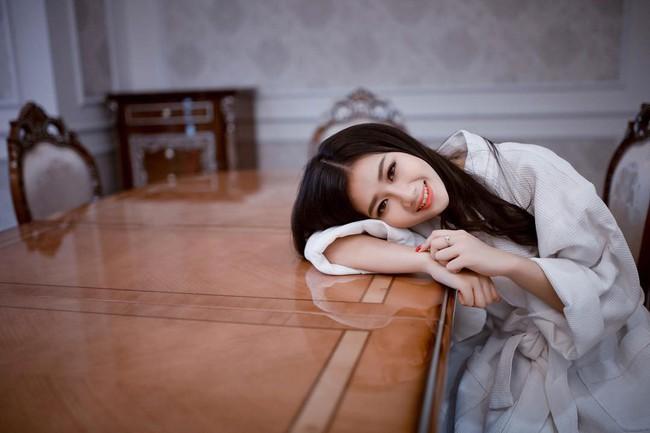 Vẻ đẹp mong manh của Như Phương - cô nàng Quảng Trị sinh năm 1999, đang được cả MXH nghi vấn là người yêu của cầu thủ Đức Chinh - Ảnh 8.
