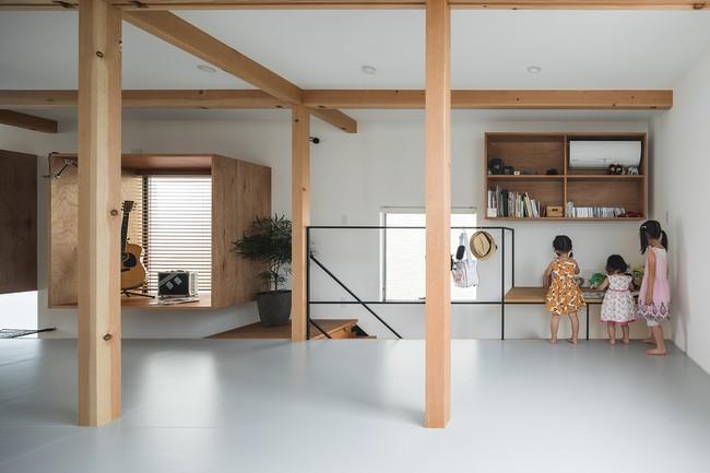 Gia đình có 3 con nhỏ vẫn sống thoải mái trong ngôi nhà phố chật hẹp ở Nhật nhờ thiết kế thông minh - Ảnh 10.
