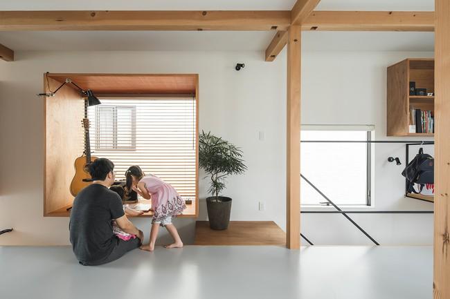 Gia đình có 3 con nhỏ vẫn sống thoải mái trong ngôi nhà phố chật hẹp ở Nhật nhờ thiết kế thông minh - Ảnh 11.