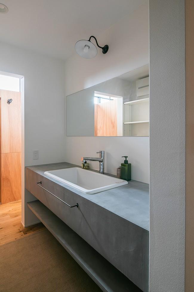 Gia đình có 3 con nhỏ vẫn sống thoải mái trong ngôi nhà phố chật hẹp ở Nhật nhờ thiết kế thông minh - Ảnh 12.