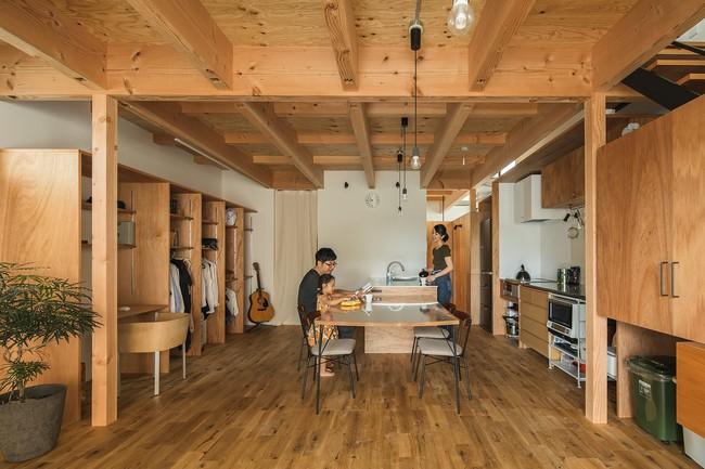 Gia đình có 3 con nhỏ vẫn sống thoải mái trong ngôi nhà phố chật hẹp ở Nhật nhờ thiết kế thông minh - Ảnh 5.