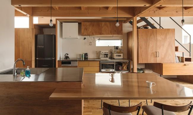 Gia đình có 3 con nhỏ vẫn sống thoải mái trong ngôi nhà phố chật hẹp ở Nhật nhờ thiết kế thông minh - Ảnh 6.