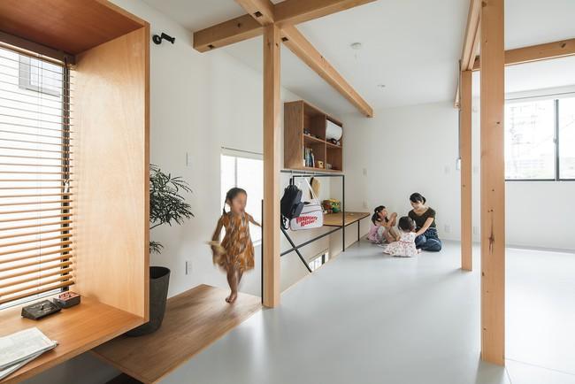 Gia đình có 3 con nhỏ vẫn sống thoải mái trong ngôi nhà phố chật hẹp ở Nhật nhờ thiết kế thông minh - Ảnh 9.