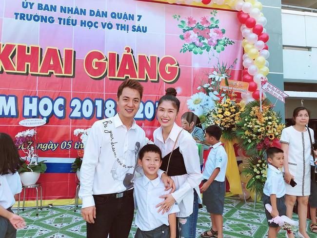 Xem loạt nhóc tỳ nhà sao Việt xúng xính đồng phục dự lễ khai giảng đầu năm học mới - Ảnh 1.