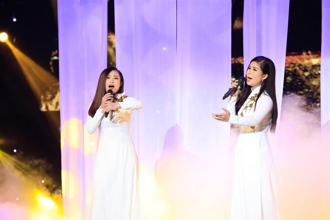 Tự tin thị phạm hát nhạc Bolero trên sân khấu nhưng Minh Tuyết lại muối mặt vì quên lời - Ảnh 9.