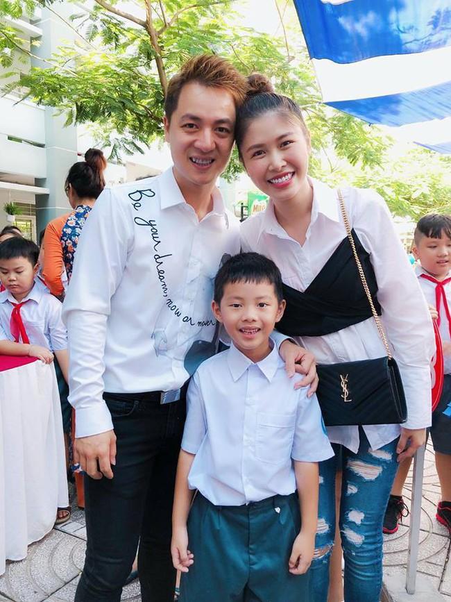 Xem loạt nhóc tỳ nhà sao Việt xúng xính đồng phục dự lễ khai giảng đầu năm học mới - Ảnh 2.