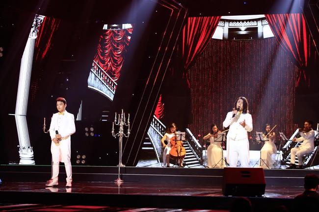 Tự tin thị phạm hát nhạc Bolero trên sân khấu nhưng Minh Tuyết lại muối mặt vì quên lời - Ảnh 10.