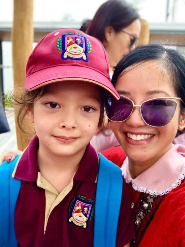Xem loạt nhóc tỳ nhà sao Việt xúng xính đồng phục dự lễ khai giảng đầu năm học mới - Ảnh 4.