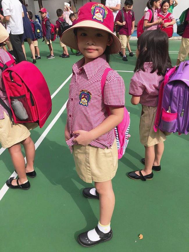 Xem loạt nhóc tỳ nhà sao Việt xúng xính đồng phục dự lễ khai giảng đầu năm học mới - Ảnh 9.