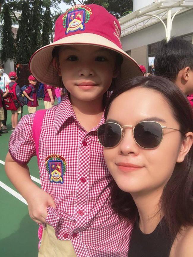 Xem loạt nhóc tỳ nhà sao Việt xúng xính đồng phục dự lễ khai giảng đầu năm học mới - Ảnh 8.