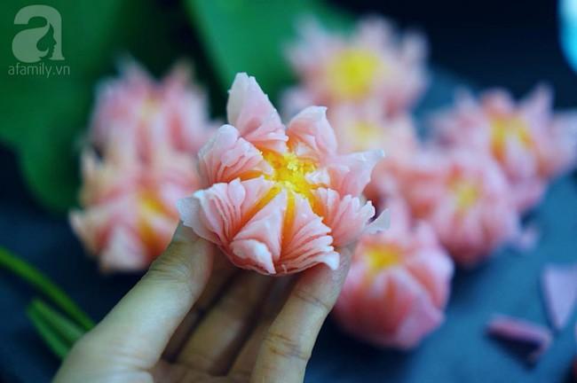 Giảng viên xinh như hot girl chia sẻ cách làm bánh hoa sen đẹp hơn hoa thật ngon mê li - Ảnh 3.