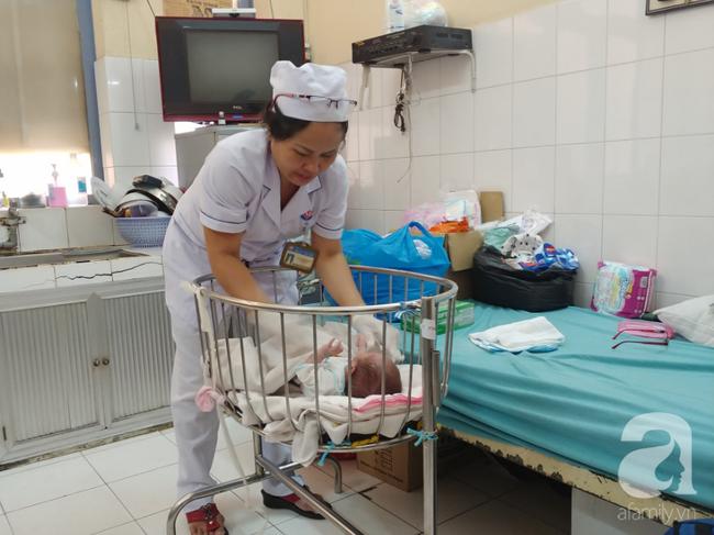 Bé Nâu được điều dưỡng làm đầy tháng trong bệnh viện nhưng người mẹ nghiện ma túy vẫn biệt tăm - Ảnh 2.