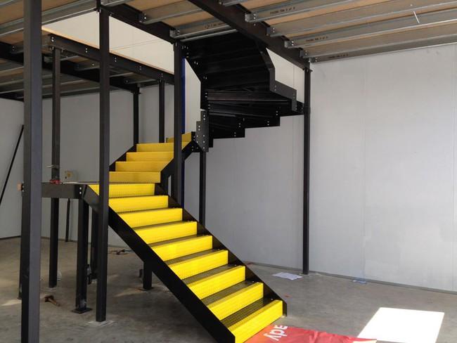 14 mẫu thiết kế cầu thang cho nhà có gác lửng, vừa tiết kiệm diện tích vừa làm duyên cho nhà nhỏ - Ảnh 3.