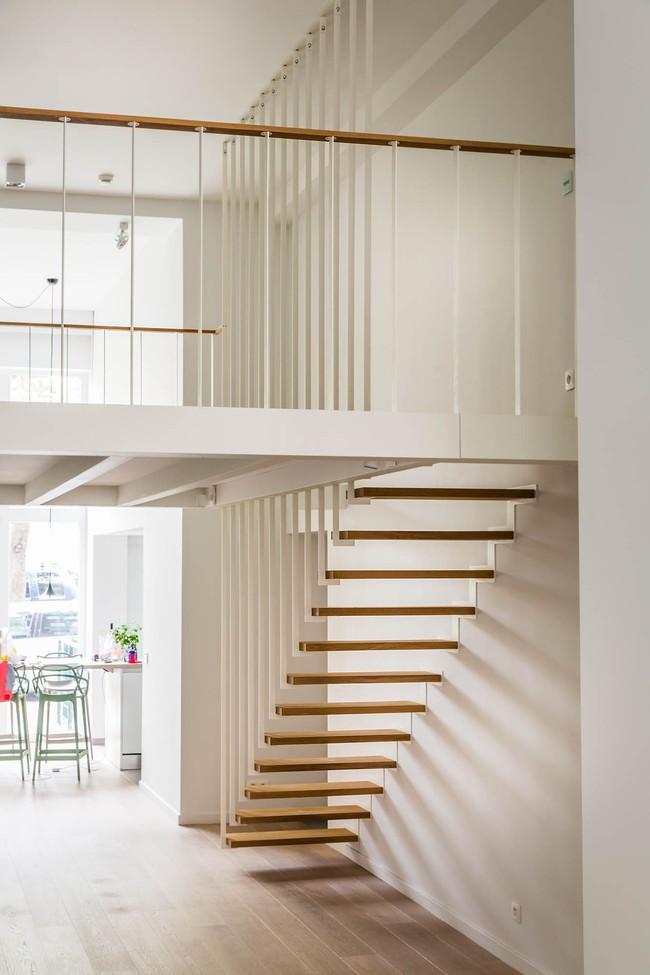 14 mẫu thiết kế cầu thang cho nhà có gác lửng, vừa tiết kiệm diện tích vừa làm duyên cho nhà nhỏ - Ảnh 4.