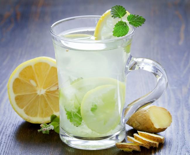 Dùng nước chanh lạnh kiểu này giúp giảm cân quá đỗi thần tốc, mỡ thừa cứ thế bay vèo vèo! - Ảnh 1.