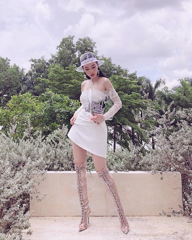 Cùng một chiếc váy: Angela Phương Trinh lồng lộn, Minh Hằng lại quá bánh bèo - Ảnh 4.