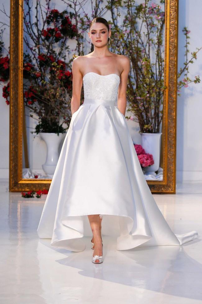 Chẳng phải váy công chúa đính đầy sương sa hột lựu, hóa ra chiếc váy cưới trong mơ của rất nhiều cô dâu chỉ cần có thứ này - Ảnh 4.