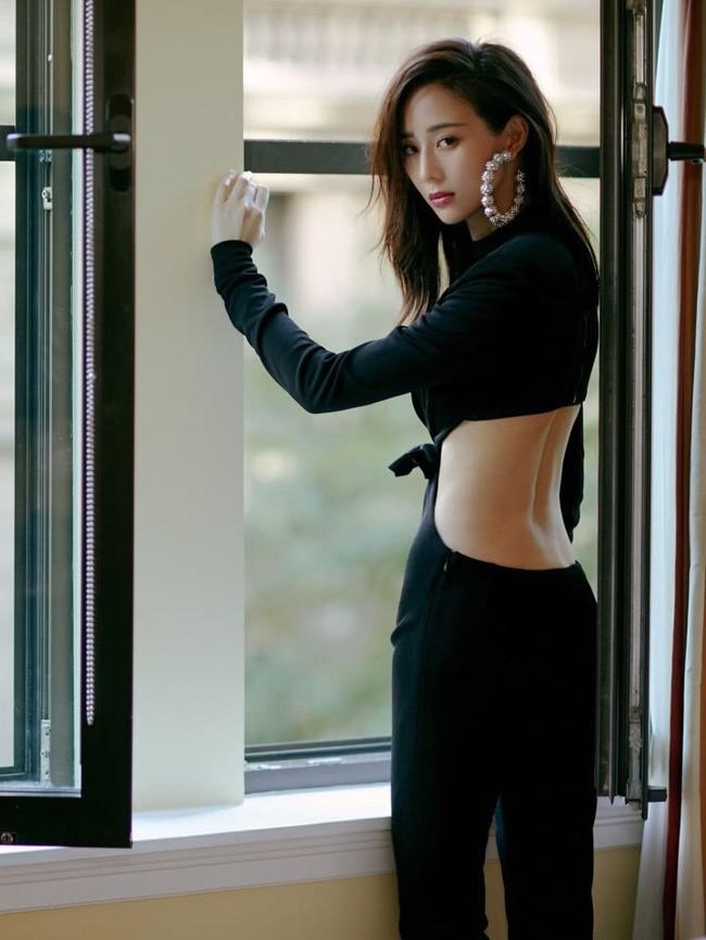 Mặc nguyên cây đồ đen tới dự show Tom Ford, Trương Quân Ninh lấn át cả thiên thần Victorias Secret tại Tuần lễ thời trang New York - Ảnh 2.