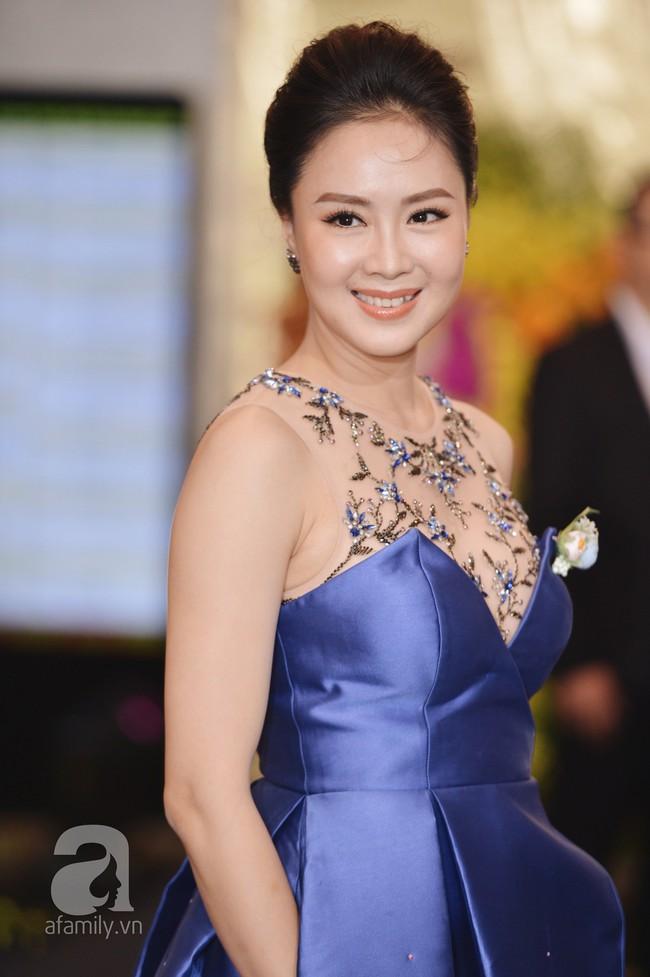 Cặp đôi Cả một đời ân oán Hồng Đăng - Hồng Diễm hội ngộ trên thảm đỏ VTV Awards 2018 - Ảnh 1.