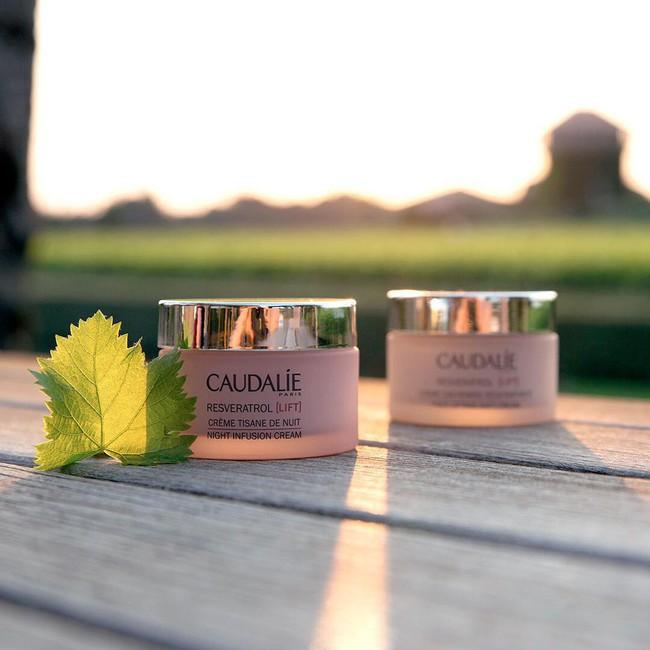 5 sản phẩm kem dưỡng ban đêm giúp các nàng thức dậy với làn da căng mướt, mịn đẹp xuất sắc - Ảnh 2.