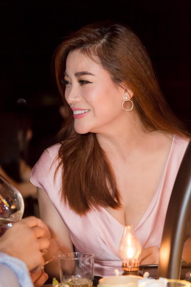 Trương Ngọc Ánh gương mặt khác lạ xuất hiện bên bà xã Bình Minh - Ảnh 7.