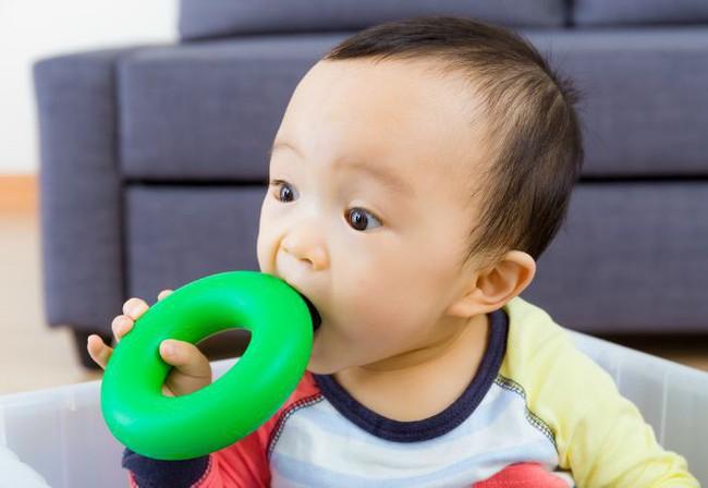 Không bố mẹ nào còn dám nghĩ đồ chơi dẻo an toàn tuyệt đối với trẻ sau khi biết những tác hại nguy hiểm của loại đồ chơi này - Ảnh 7.
