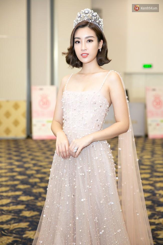 Tốn công thêm thắt, nào ngờ Hoa hậu Mỹ Linh vẫn không tránh khỏi cuộc đụng hàng với Chi Pu - Ảnh 1.